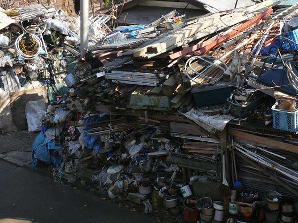 海老名市のゴミ屋敷片付けの様子